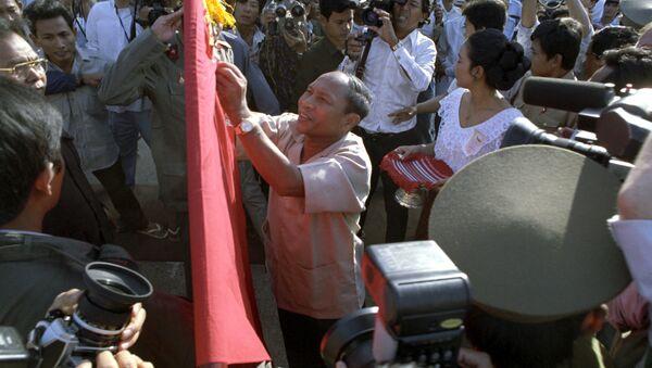 Heng Samrin tại buổi lễ rút Quân đội nhân dân Việt Nam khỏi Cộng hòa Nhân dân Campuchia - Sputnik Việt Nam