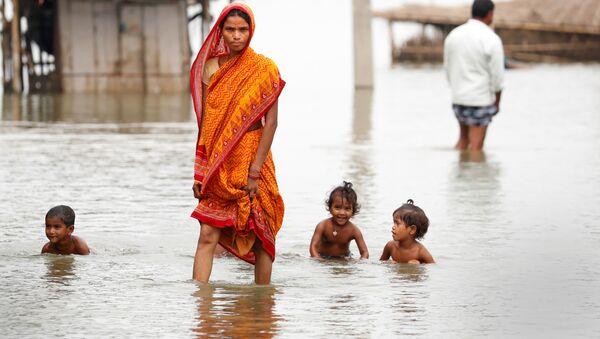 Lại là Ấn Độ. Trong ngôi làng bị ngập lụt ở bang Bihar. - Sputnik Việt Nam