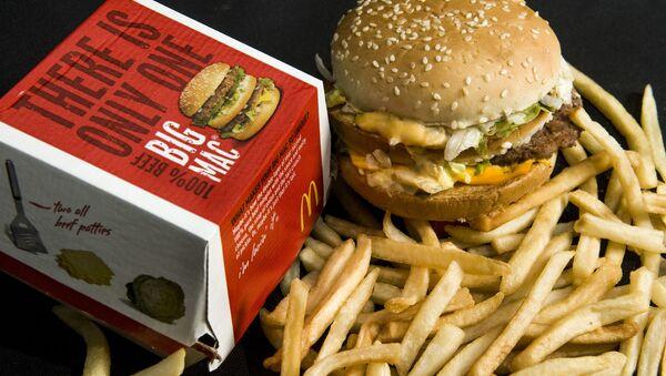 Биг Мак и картошка фри из сети ресторанов быстрого питания MсDonald's - Sputnik Việt Nam