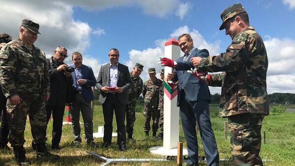 Litva tiếp tục củng cố biên giới với Kaliningrad của Nga bằng việc dựng rào ngăn - Sputnik Việt Nam