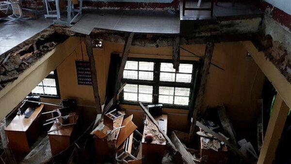 Sàn rộng khoảng 16 m2 bị sập khiến 11 học sinh bị thương. - Sputnik Việt Nam