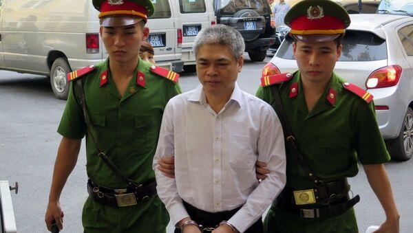 Bị cáo Nguyễn Xuân Sơn đến tòa - Sputnik Việt Nam