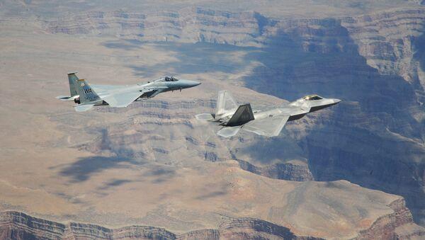 Của máy bay chiến đấu F-22A Raptor and F-15C Eagle của Mỹ - Sputnik Việt Nam