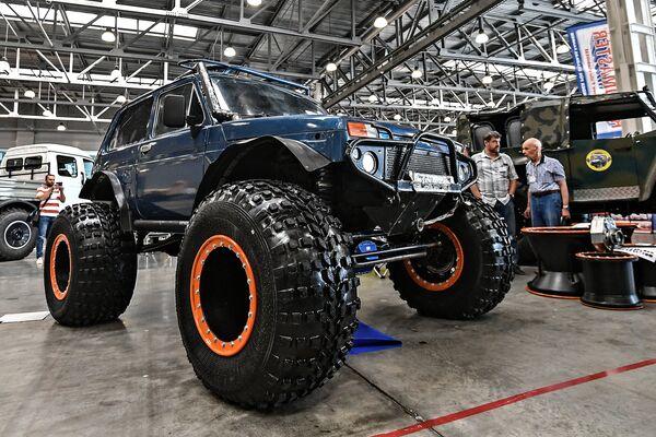 LADA 4X4 của Nga (LADA Niva), trở thành một xe bigfoot (bánh to) - Sputnik Việt Nam