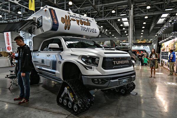 Một chiếc TOYOTA-Tundra khác - xe-nhà, đặt trên bánh xích. - Sputnik Việt Nam