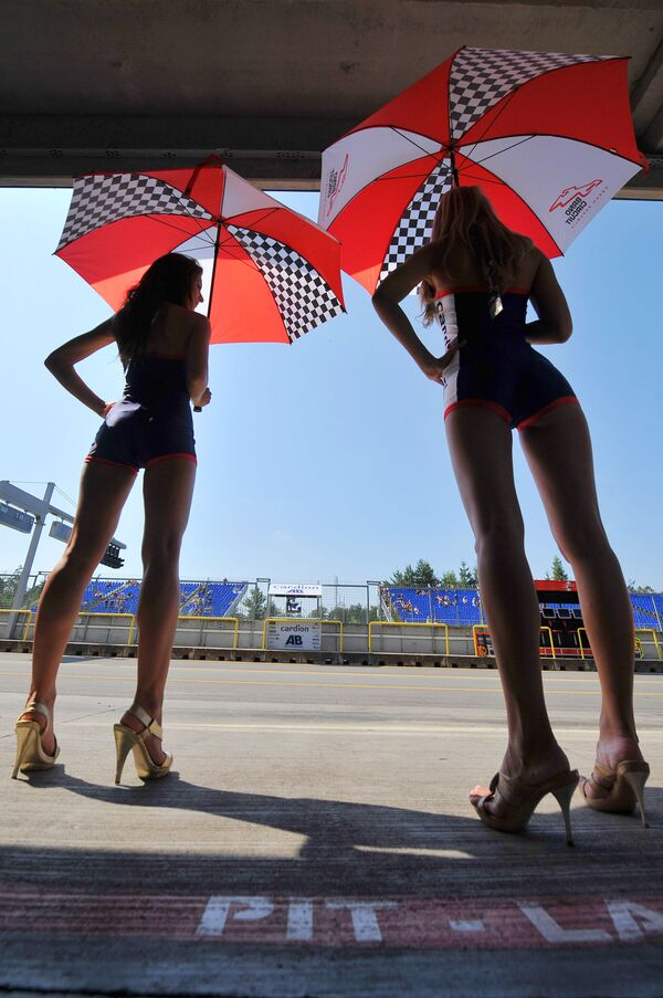 Grid Girls tại Grand Prix Moto GP ở Cộng hòa Séc - Sputnik Việt Nam