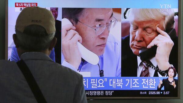 Donald Trump và Moon Jae-in nói về vũ khí - Sputnik Việt Nam