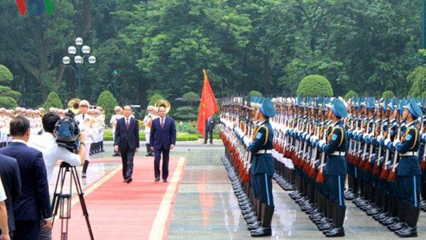 Chủ tịch Việt Nam Trần Đại Quang và Tổng thống Ai cập duyệt đội danh dự - Sputnik Việt Nam