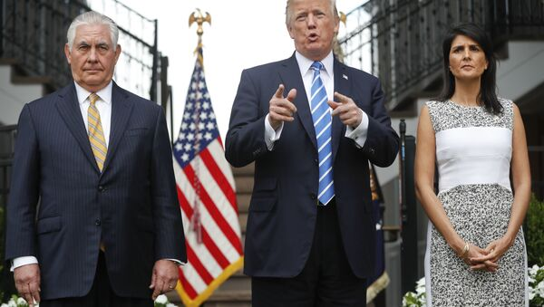 Donald Trump, Rex Tillerson và bà Nikki Haley - Sputnik Việt Nam