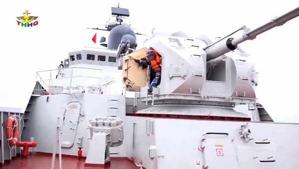 Tàu 011 Đinh Tiên Hoàng diễn tập chiến đấu - Sputnik Việt Nam