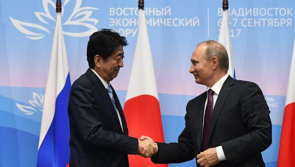 Thủ tướng Nhật Shinzo Abe và Tổng thống Nga Vladimir Putin - Sputnik Việt Nam