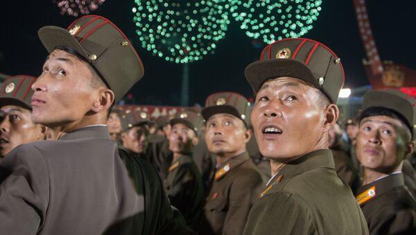 Người dân Bình Nhưỡng trong hoạt động kỷ niệm chào mừng thử nghiệm thành công bom hydro ở Bắc Triều Tiên - Sputnik Việt Nam