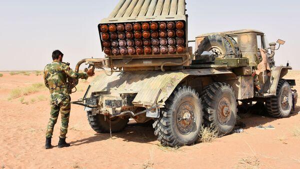 Солдаты и военная техника САР в окрестностях города Дейр-эз-Зор, Сирия - Sputnik Việt Nam