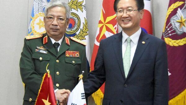Thượng tướng Nguyễn Chí Vịnh và Thứ trưởng Quốc phòng Hàn Quốc Suh Choo-suk tại Seoul ngày 8-9 - Sputnik Việt Nam