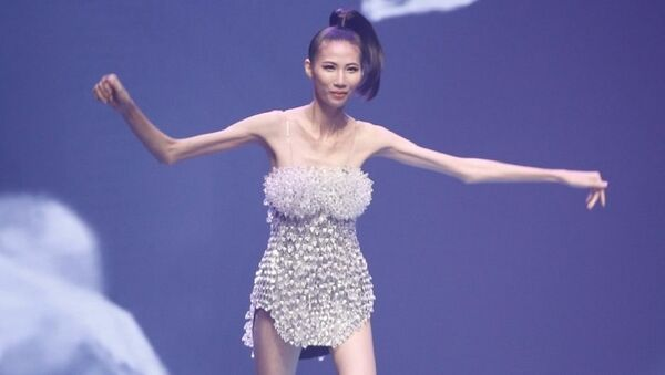 Người mẫu Cao Ngân được ví như khung xương di động đang gây sốt cộng đồng mạng. - Sputnik Việt Nam