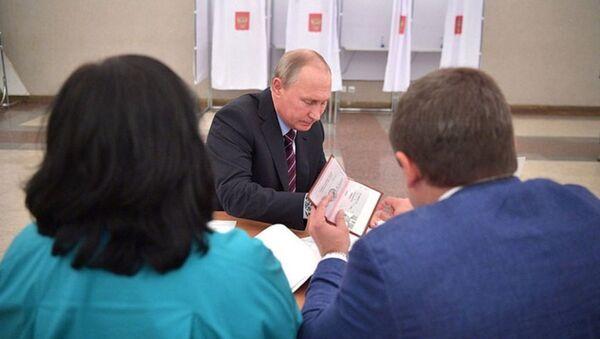 Hình ảnh các trang hộ chiếu của Tổng thống Putin được đăng trên trang web - Sputnik Việt Nam