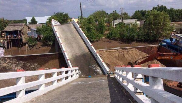 Tuyên Quang: Cầu đang thi công bị sập, 3 công nhân rơi xuống sông mất tích - Sputnik Việt Nam
