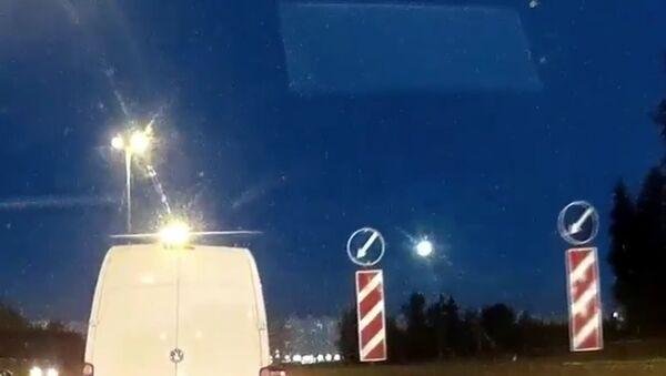 Camera tự hành trên xe hơi chộp được hình ảnh quả cầu lửa - Sputnik Việt Nam