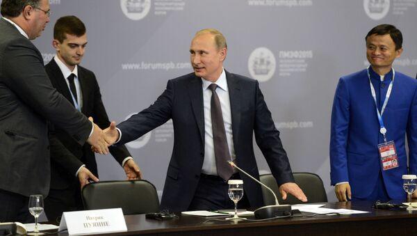 Cuộc gặp  làm việc của Tổng thống Nga Vladimir Putin với lãnh đạo các công ty  và doanh nghiệp lớn của  nước ngoài - Sputnik Việt Nam