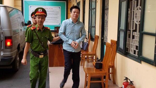 Bị cáo Hà Văn Thắmtươi cười khi đến toà sáng nay - Sputnik Việt Nam