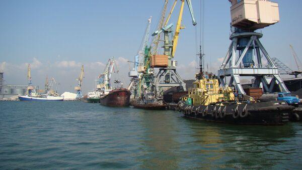 Бердянский морской торговый порт на Азовском море, Украина - Sputnik Việt Nam
