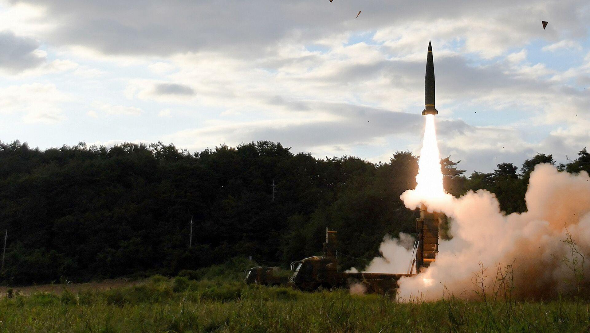Cuộc phóng tên lửa đạn đạo Hyunmoo-2 ở Hàn Quốc - Sputnik Việt Nam, 1920, 15.09.2021