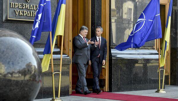 Petro Poroschenko với Jens Stoltenberg - Sputnik Việt Nam