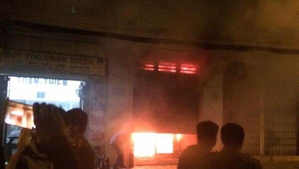 Cửa hàng kinh doanh túi xác bốc cháy ngùn ngụt do bị đốt - Sputnik Việt Nam