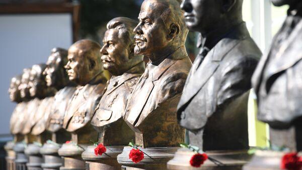 dãy tượng các nhà lãnh đạo Liên Xô - Sputnik Việt Nam