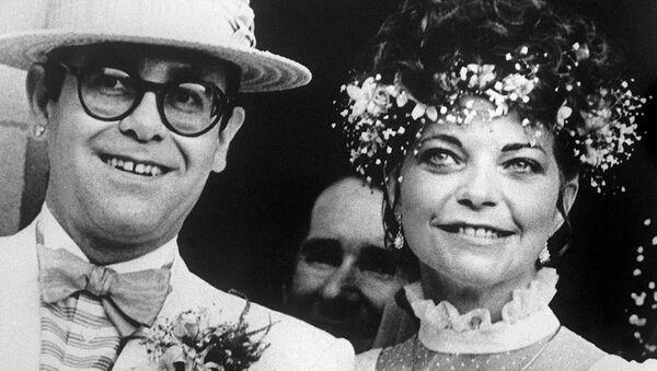 Elton John và Renate Blauel - Sputnik Việt Nam