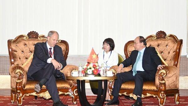 Thủ tướng Nguyễn Xuân Phúc tiếp Đại sứ Đức Christian Berger sáng nay (27/9). - Sputnik Việt Nam