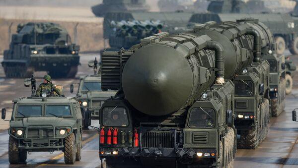 Tên lửa đạn đạo xuyên lục địa (ICBM) RS-12M Topol - Sputnik Việt Nam