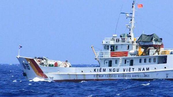 Tàu Kiểm ngư Việt Nam làm nhiệm vụ chấp pháp trên biển. - Sputnik Việt Nam