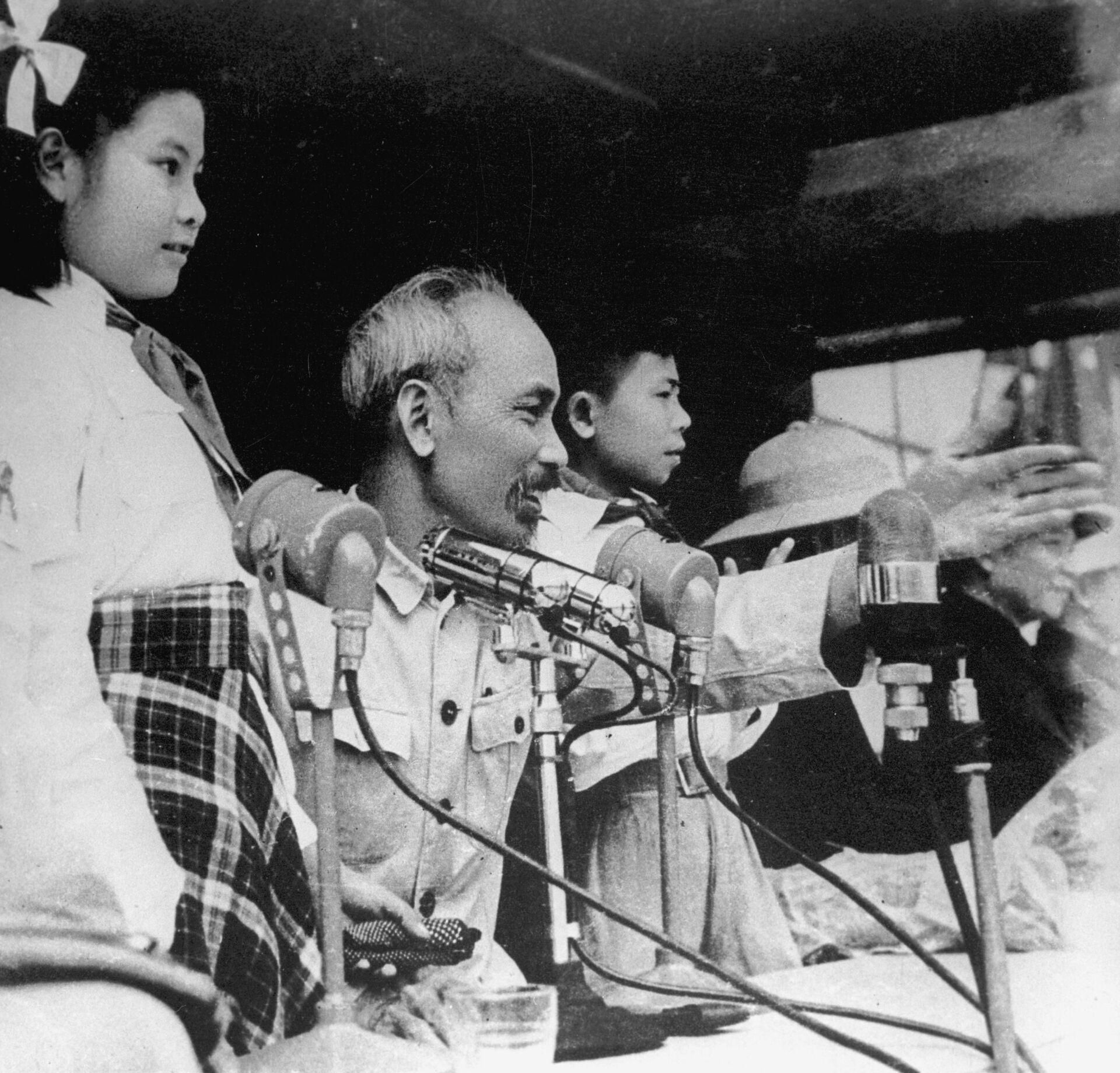 Chủ tịch Hồ Chí Minh - từ người cộng sản đầu tiên đến lãnh tụ thiên tài của dân tộc - Sputnik Việt Nam, 1920, 19.05.2021
