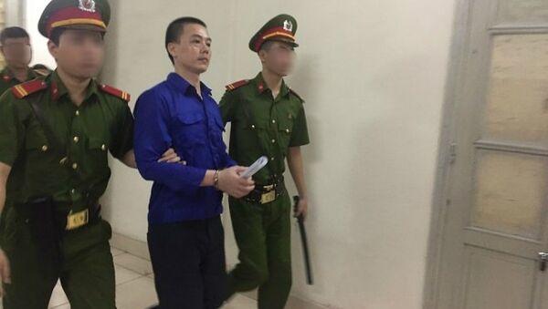 Mẹ cán bộ ngân hàng dâm ô bé gái 8 tuổi chạy theo con trai ra xe thùng - Sputnik Việt Nam