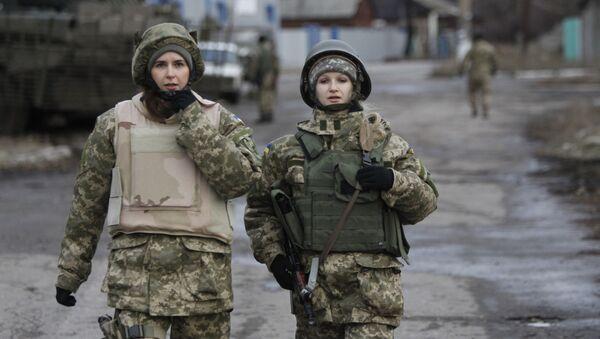Украинские женщины-военнослужащие в окрестностях Дебальцево - Sputnik Việt Nam
