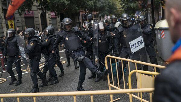Cảnh sát sử dụng vũ lực trong cuộc trưng cầu về nền độc lập của Catalonia - Sputnik Việt Nam