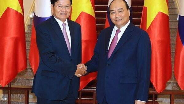 Thủ tướng Nguyễn Xuân Phúc, Thủ tướng Chính phủ nước CHDCND Lào Thoong-lun Xi-xu-lít - Sputnik Việt Nam