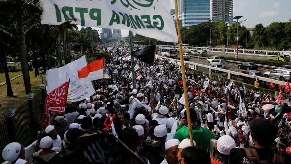 Vào ngày 30 tháng 9, hàng ngàn người biểu tình đã xuống đường ở Jakarta - Sputnik Việt Nam