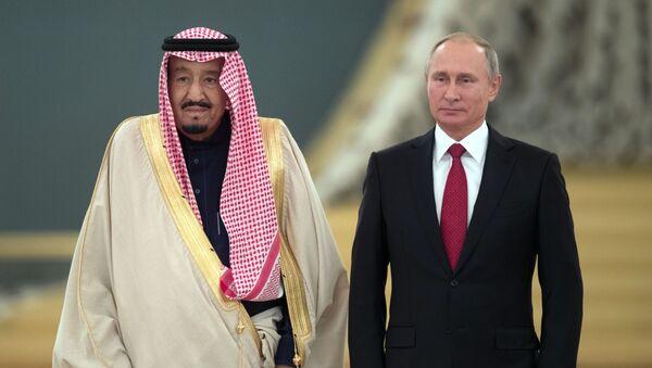 Tổng thống Nga Vladimir Putin và vua Ả Rập Xê-út Salman bin Abdulaziz Al Saud - Sputnik Việt Nam