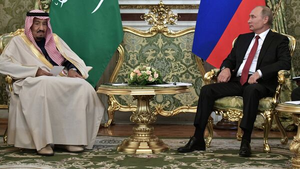 Tổng thống LB Nga Vladimir Putin và quốc vương Saudi Arabia Salman Ben Abdul Aziz Al Saud hội kiến ở Matxcơva. - Sputnik Việt Nam