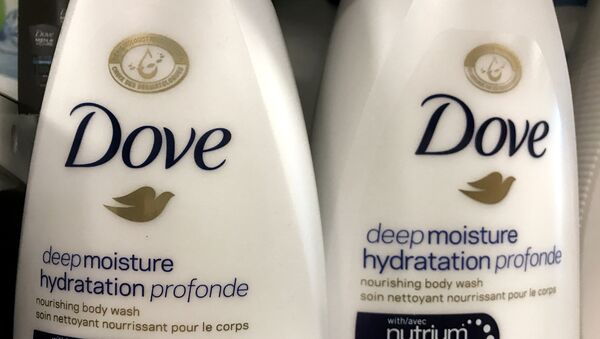 Two bottles of Dove's Deep Moisture body wash are displayed in Toronto, Ontario, Canada, October 8, 2017 - Sputnik Việt Nam