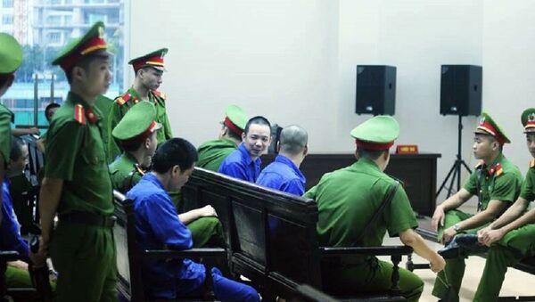 Nguyễn Văn Tình và đồng phạm tại tòa. - Sputnik Việt Nam
