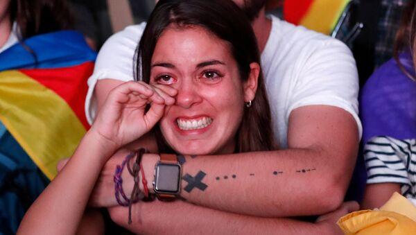 Bức ảnh thể hiện cảm xúc nổi bật sau tuyên bố độc lập của Catalonia - Sputnik Việt Nam