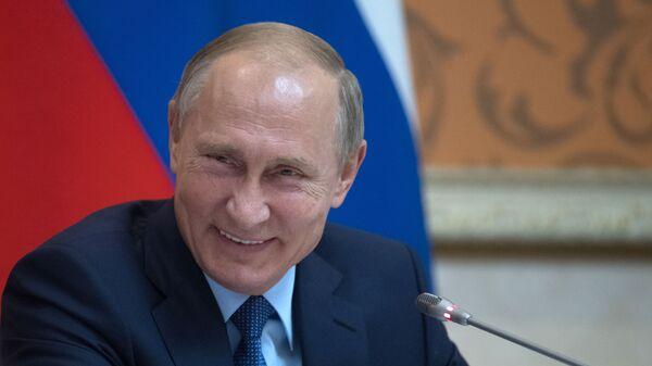 Ông Putin cười  - Sputnik Việt Nam