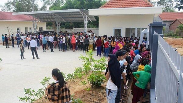 Hàng trăm công nhân Công ty TNHH dệt may U World Sports Việt Nam đình công đòi quyền lợi - Sputnik Việt Nam