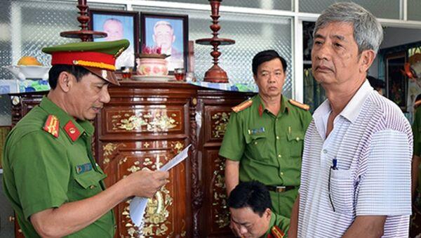 Nguyên giám đốc Sở Khoa học - Công nghệ Trà Vinh nghe đọc lệnh bắt. - Sputnik Việt Nam