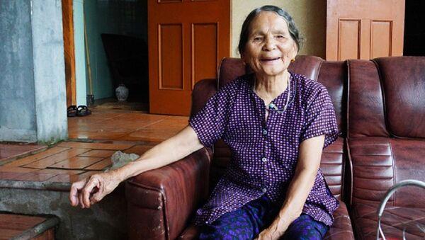 Bà Phan Thị Ban, vợ liệt sĩ đang sống khỏe mạnh nhưng bị khai tử...nhầm! - Sputnik Việt Nam