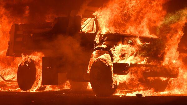 Xe tải đang cháy - Sputnik Việt Nam