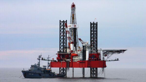Khai thác dầu tại  thềm lục địa Caspian - Sputnik Việt Nam